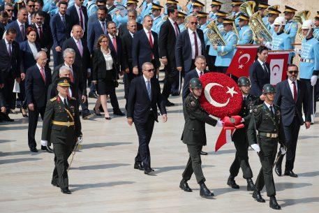 El ejército turco, encerrado en sus cuarteles