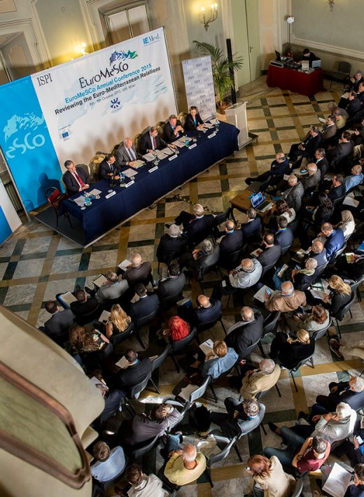 Investigación política euromediterránea y diálogo para procesos inclusivos de decisión y difusión política mediante la participación en redes